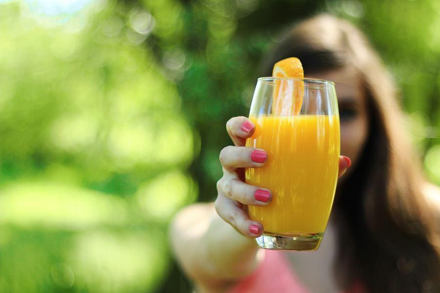Une entreprise pharmacologique est allé jusqu'à dire que les oranges dans un jus d'orange peuvent affecter l'absorption d'un médicament générique