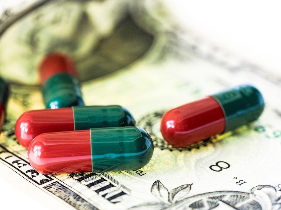 Les grandes entreprises pharmacologiques (Big Pharma) utilisent de nombreuses tactiques pour retarder l'arrivée des génériques et on peut prendre l'exemple des traitements contre l'épidémie des opiacés.
