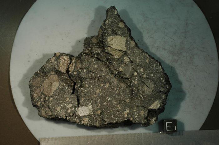 La roche lunaire de la mission Apollo 15 qui a donné une nouvelle datation du champ magnétique de la lune - Crédit : NASA