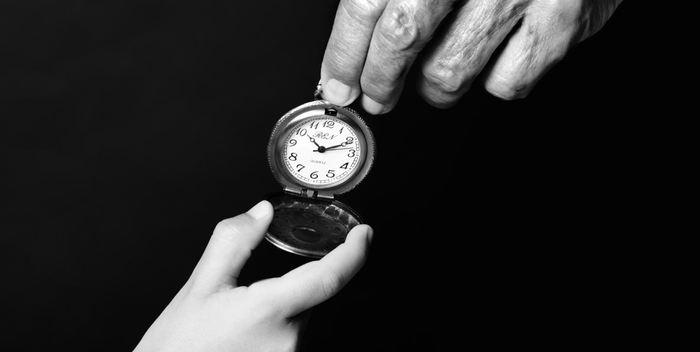 Les chercheurs rapportent la découverte d'un lien entre l'horloge biologique et le vieillissement. Ils rapportent également les bienfaits du régime hypocalorique.