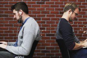 Une partie des travailleurs américains estiment que leur environnement de travail est éprouvant que ce soit sur le plan physique ou émotionnel. Le rêve américain...