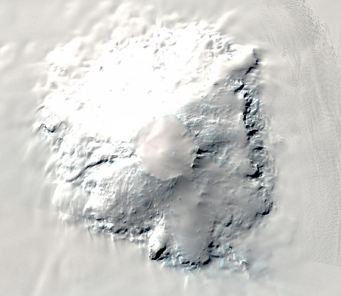 Le Mount Takahe qui s'élève à plus de 2 000 mètres au dessus de la calotte glaciaire dans le Marie Byrd Land dans l'Antarctique de l'ouest - Crédit : Landsat Image Mosaic of Antarctica (LIMA). USGS and NASA, LIMA