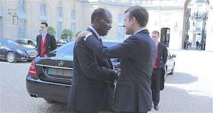 Alors qu'il faut absolument que l'Afrique francophone se débarrasse à tout jamais de la CFA, une monnaie coloniale qui esclavagise l'Afrique des décennies après la fin de la colonisation, voilà qu'Ouattara plaide pour une extension du CFA à la CEDEAO. Pourquoi ne pas vendre directement vos femmes et vos enfants pendant que vous y êtes ? On gagnerait du temps bordel. N'oubliez jamais, le CFA est une abomination qui plonge l'Afrique dans la pauvreté et l'asservissement depuis des décennies.