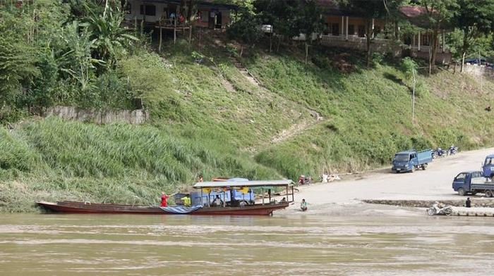 A Pak Beng au Laos, une petite ville à coté de la rivière Mekong. Le sable est extrait de la rivière pour être transporté par des camions - Aurora Torres, German Centre for Integrative Biodiversity Research (iDiv)