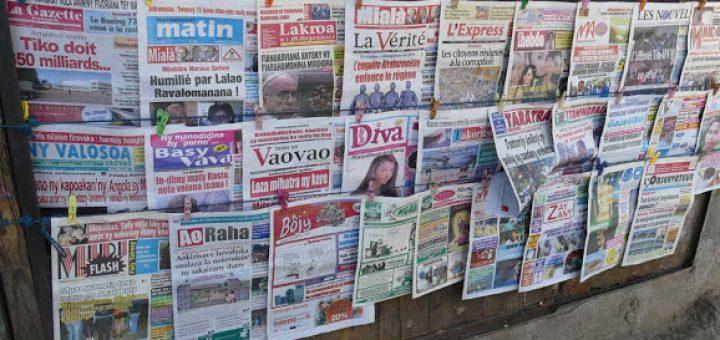 Cela montre que la population malgache est encore loin d'avoir l'esprit critique nécessaire pour juger des différentes situations. Les médias malgaches sont une véritable crasse en s'inspirant des mêmes merdes qu'en Occident avec de la télé poubelle, des publicités et de la télé-réalité. Ce n'est pas avec 80 % des personnes qui consomment les médias de masse que la population malgache va pouvoir juger de ce qui se passe dans leur pays. Quand des intellectuels et médias vont commencer à citer Lordon ou Chomsky, alors on pourra faire quelque chose.