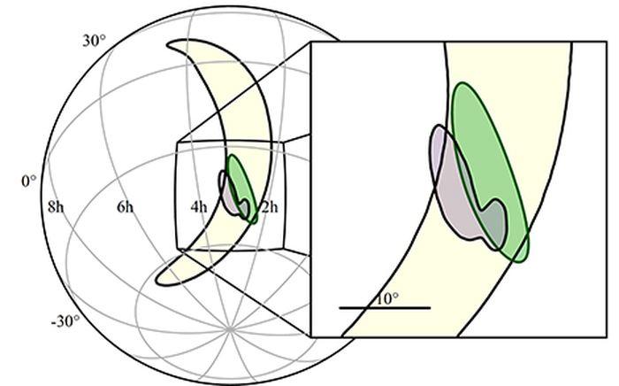 Localisation de la source des ondes gravitationnelles. En jaune : localisation obtenue avec les deux détecteurs LIGO. En vert : localisation obtenue en utilisant les données des trois détecteurs (LIGO et Virgo), par une analyse en temps réel. En mauve : localisation plus précise obtenue après une analyse plus poussée. Crédit : LIGO-Virgo