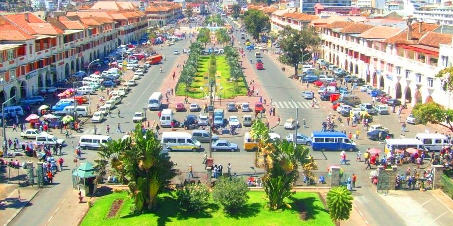 L'épidémie de peste qui sévit actuellement à Madagascar confirme l'ignorance de la population sur cette maladie, l'incompétence du gouvernement à gérer le problème à la source ce qui nous donne un pays qui bascule dans la psychose pour une maladie endémique.