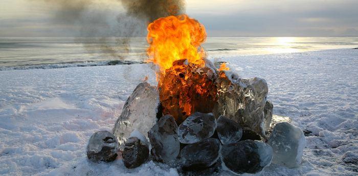 Les chercheurs rapportent que la formation du charbon pendant les périodes du Carbonifère et du Permien ont fait baisser la concentration du CO2 dans l'atmosphère ce qui a failli provoquer une glaciation mondiale dans un effet qu'on connait comme la terre boule de neige. Toutefois, l'étude reste limitée, car elle se base uniquement sur des modélisations informatiques.