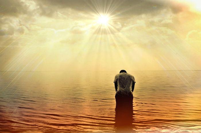 Un papier par 15 experts estime que les pratiques de la méditation et de la pleine conscience (Mindfulness) sont largement répandues alors que les études scientifiques, montrant leur efficace, manquent cruellement. L'absence d'essais randomisés, l'utilisation de l'imagerie cérébrale sans connaitre les nuances, le manque de définition précise de la Mindfulness et de la méditation sont autant d'obstacles pour les considérer comme des pratiques médicales sérieuses.