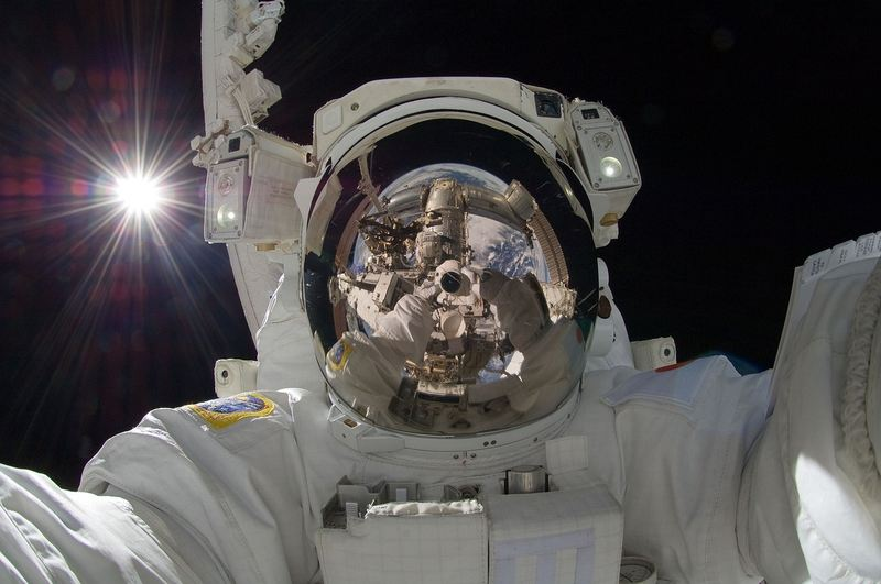 Une étude révèle les changements sur le cerveau pendant les voyages dans l'espace. Elle permet de comprendre certains impacts de la microgravité et on a également une comparaison avec une maladie qui touche les jeunes femmes. Avec les missions sur Mars, il devient urgent d'explorer les impacts sur le corps humain pour les voyages de longue durée.