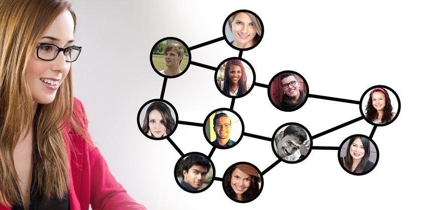 La plupart des Freelancers trouvent des boulots dans les plateformes en ligne comme Upwork, Freelancer ou Guru.com. 70 % des travailleurs prospectent sur ces plateformes, mais le bouche-à-oreille est également très efficace avec plus de 33 %