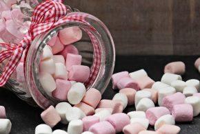 Il y a 50 ans, l'industrie du sucre aurait fermé les yeux sur une étude montrant le lien entre le saccharose (sucre) et la maladie coronarienne ainsi que le cancer de la vessie. Ces révélations viennent de documents internes de la Sugar Research Fondation, mais il est assez problématique de tirer des conclusions sur le consensus actuel à partir de documents datant de 50 ans.