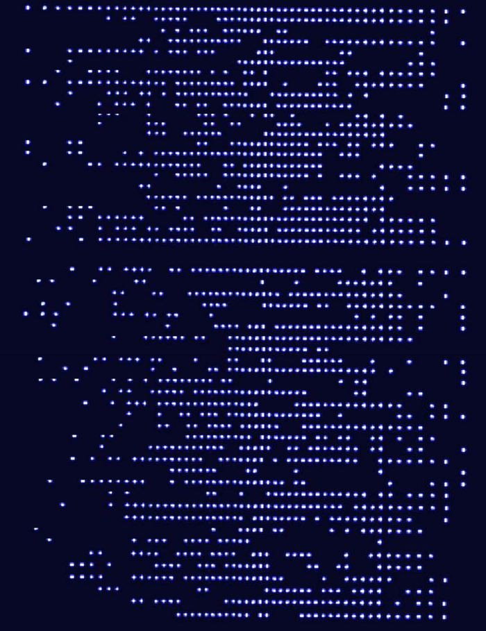 Des chaines de qubits atomiques pour analyser le magnétisme quantique. Chaque ligne de points lumineux et sombres est une capture fluorescente de la chaine d'atomes. Les physiciens utilisent des lasers pour mesurer les qubits pendant la simulation quantique. Le résultat, lumineux ou sombre, leur permet d'extraire l'information concernant l'état magnétique d'un système - Crédit : Data: J. Zhang et al.; graphic: E. Edwards