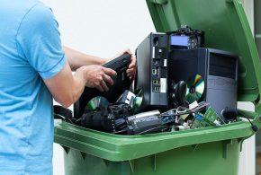 Un rapport souligne la croissance des déchets électroniques de 2014 à 2016. Malgré l'impact de la miniaturisation, les déchets électroniques continuent d'augmenter. Le passage de la télévision analogique à la TNT a contribué à des déchets considérables des anciens téléviseurs. De plus, on ignore ce qui advient d'une grande partie des déchets électroniques.