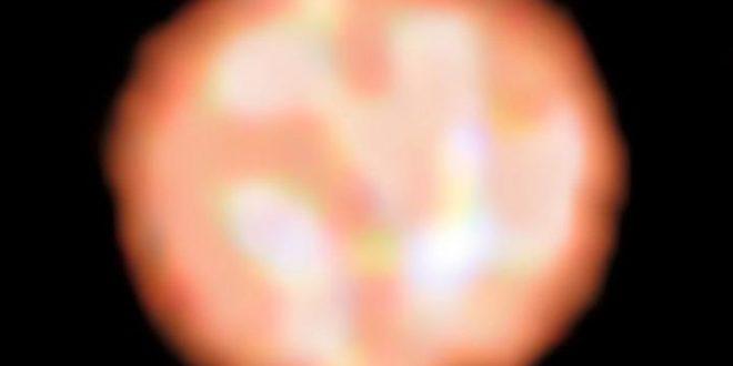 Des bulles géantes à la surface d'une géante rouge