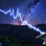 Les sursauts radio rapides sont sans doute provoqués par un environnement extrême dans l'espace. La proximité d'un trou noir, d'une étoile à neutrons ou même des vents magnétisés d'une nébuleuse. La mesure de l'effet Faraday du sursaut rapide radio offre des pistes sur leur compréhension.