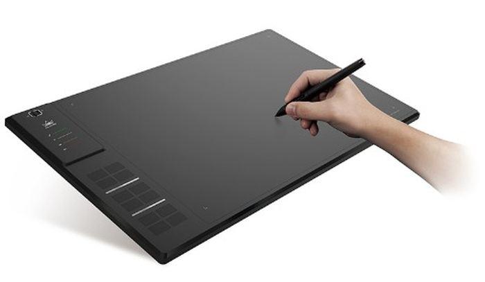 Le principal atout de la tablette graphique Huion GIANO WH1409 est sa surface de travail de 35 x 21 centimètres.