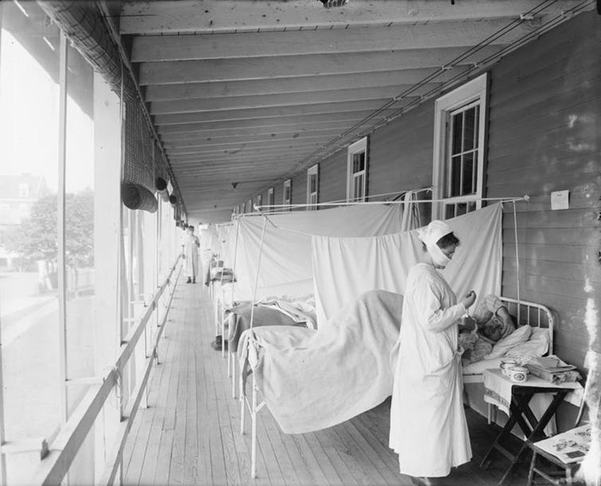 Des patients qui sont soignés pour la grippe de 1918 au Walter Reed Military Hospital à Washington - Crédit : origins.osu.edu