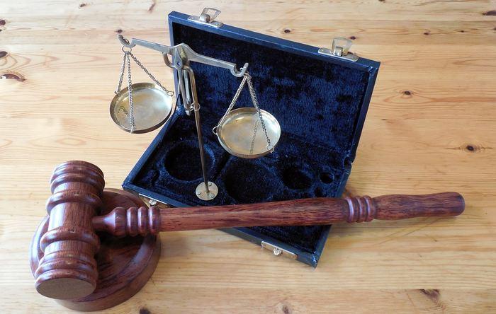 Le logiciel COMPAS est un algorithme prédictif qui peut déterminer la tendance de récidive d'un criminel. Ce logiciel est utilisé par de nombreux tribunaux américains, mais une étude révèle que ce logiciel COMPAS est aussi efficace que des travailleurs recrutés sur le service Mechanical Turk. Cela signifie que ce logiciel est totalement inefficace.