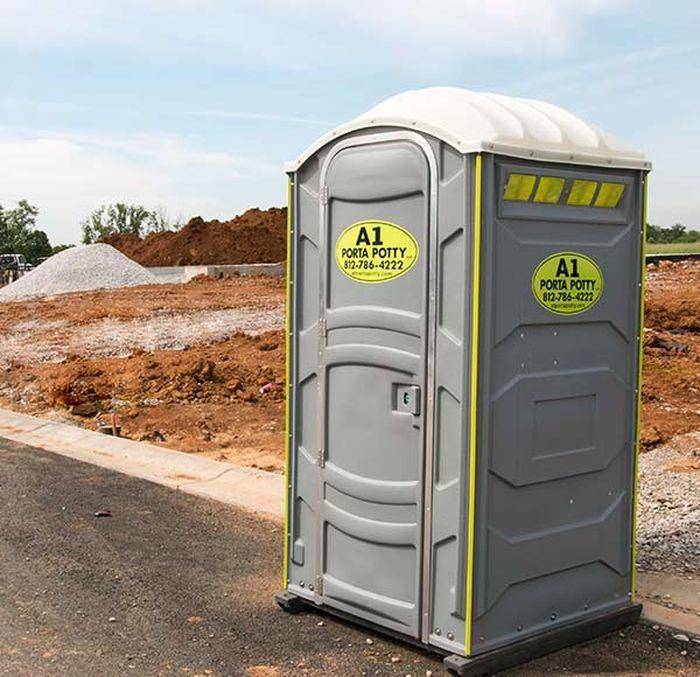 Le genre de toilette mobile utilisé par Kelly Agnews pour se cacher et prendre du repos pendant les courses, strictement interdit pendant l'ultrafond