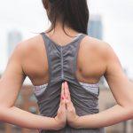 Un essai à petite échelle montre que le yoga Bikram, qui se pratique dans une pièce chauffée à 40 degrés Celsius, n'a aucune efficacité par rapport au yoga dans une température normale. Ainsi, les effets positifs sur la santé cardiovasculaire les mêmes que vous pratiquez un yoga Bikram ou un yoga normal.