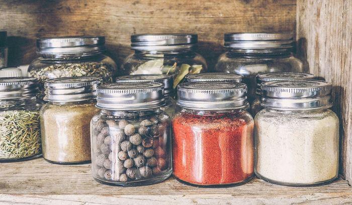 Une analyse révèle que les produits à base de plante peuvent interférer avec des médicaments sur ordonnance et provoquer des effets négatifs considérables.