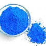 Une étude suggère que le colorant bleu de méthylène est d'une grande efficacité pour exterminer les parasites du paludisme. Ainsi, on a une éradication des parasites en 48 heures et les personnes ne propagent plus la maladie. D'autres recherches sont nécessaires, mais il y a un petit effet secondaire qui est que les patients ont une urine bleue. Le colorant est absolument sans danger pour l'organisme.