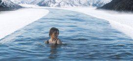 Une nage en eau froide pour soulager une forte douleur ?