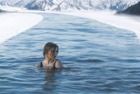 Des médecins rapportent le cas d'un homme qui souffrait de fortes douleurs après une chirurgie. En plongeant dans de l'eau très froide, la douleur a complètement disparu que ce soit pendant l'immersion, mais également par la suite. Les explications de ce phénomène sont encore inconnues même s'il existe des hypothèses de processus biologiques.