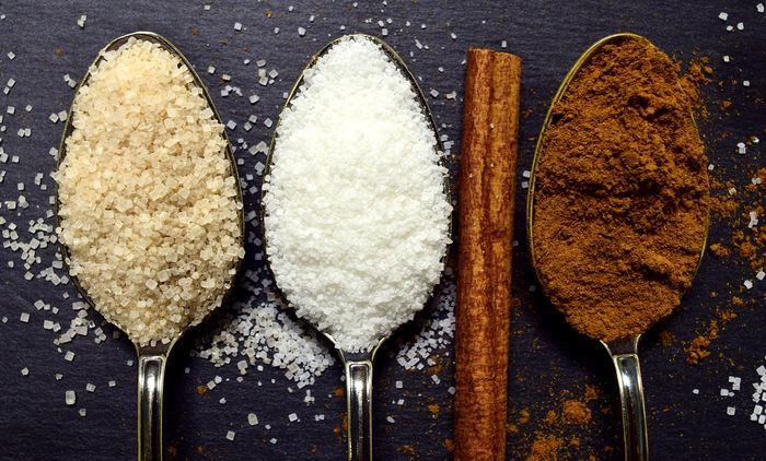 Depuis quelques mois, des chercheurs et des médias pointent que l'industrie du sucre aurait influencé des études scientifiques minimisant le rôle du sucre dans les maladies cardiaques. Une analyse historique montre que ce complot n'a jamais existé.