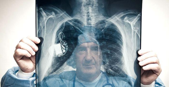 Dans un papier de perspective, plusieurs chercheurs soulèvent des questions éthiques sur l'utilisation, parfois précipitée, de l'intelligence artificielle dans la médecine. Même si les avantages sont nombreux, les inconvénients le sont tout autant.