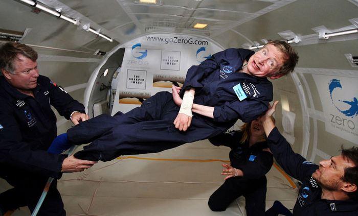 Stephen Hawking, l'un des plus célèbres astrophysiciens est mort le 14 mars 2018 à l'âge de 76 ans. Sa vie comme son oeuvre pourraient être définies comme un paradoxe.