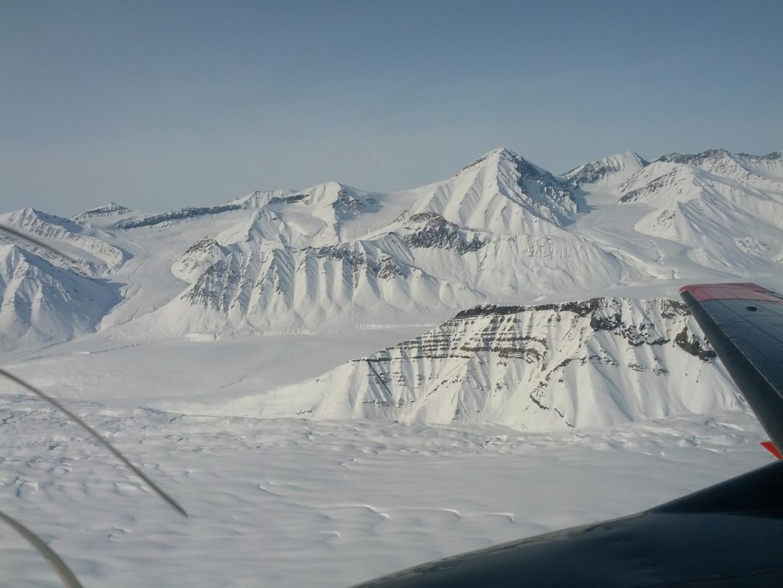 Un survol des calottes glaciaires de l'Arctique canadien - Crédit : Gregory Ng