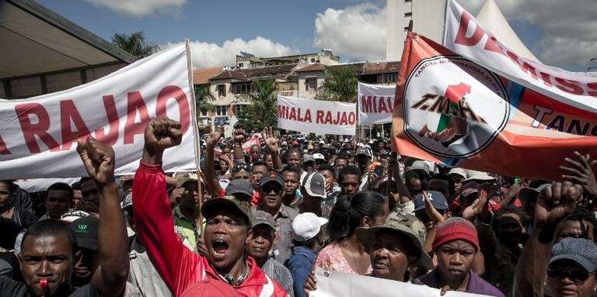 La nouvelle crise qui se profile à Madagascar en 2018 nous présage un nouveau merdier à l'horizon. On pourrait croire que les choses seront différentes cette fois, mais quand on voit les crétins dans chaque camp, on est déjà foutu.