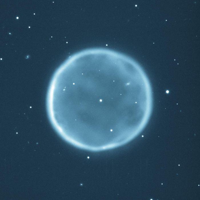 Abell 39 est un bel exemple de nébuleuse planétaire. Cette nébuleuse possède une taille de 5 années-lumières et elle est située à 7 000 années-lumières - Crédit : T.A.Rector (NRAO/AUI/NSF and NOAO/AURA/NSF) and B.A.Wolpa (NOAO/AURA/NSF) https://www.noao.edu/image_gallery/html/im0636.html