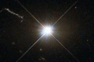 Les astronomes de l'Australian National University (ANU) ont découvert le trou noir avec la croissance la plus rapide connue dans l'Univers. Ce trou noir supermassif possède une masse de 20 milliards de soleils et il augmente de 1 % chaque million d'années.