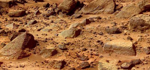 Les données du rover Curiosity, qui fait partie de deux études distinctes, permettent aux scientifiques de mieux comprendre le méthane sur Mars en suggérant qu'une partie peut être piégée dans des cristaux à base d'eau et les chercheurs ont aussi identifié d'autres molécules carbonées essentielles à la compréhension des processus sur la planète rouge.