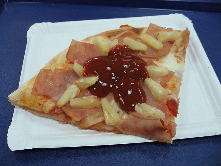 Certains mettent même du ketchup dans leur pizza, un sacrilège en Italie - Wikimedia Commons