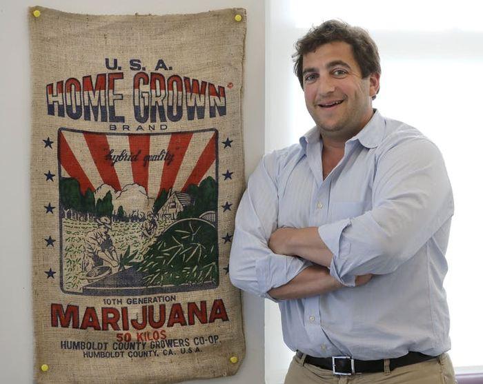 Ben Kovler, PDG de Green Thumb Industries, pose pour un portrait au bureau de la société à Chicago. Green Thumb Industries avait un plan d'affaires, une expertise et beaucoup d'ambition, mais n'avait pas accès à suffisamment de capital pour développer son activité de marijuana. En juillet 2018, la société, avec des recettes de 20 millions de dollars provenant de boutiques de marijuana dans sept États, a tourné son regard vers le nord et elle est entrée en Bourse au Canada, où la marijuana sera bientôt largement légalisée à l'échelle nationale - Crédit : Charles Rex Arbogast/AP Photo
