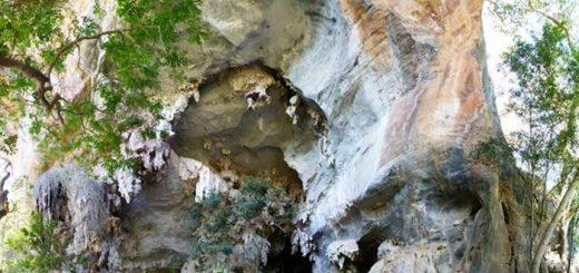 L'extérieur du site d'abris rocheux de Lapa do Santo au Brésil - Crédit : André Strauss
