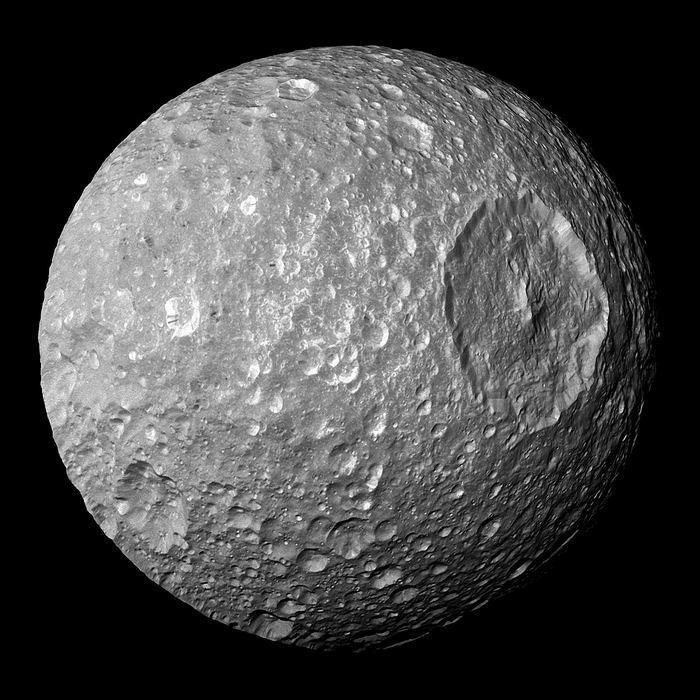 Mimas, l'une des lunes de Saturne qui ressemble à l'Etoile Noire de Star Wars
