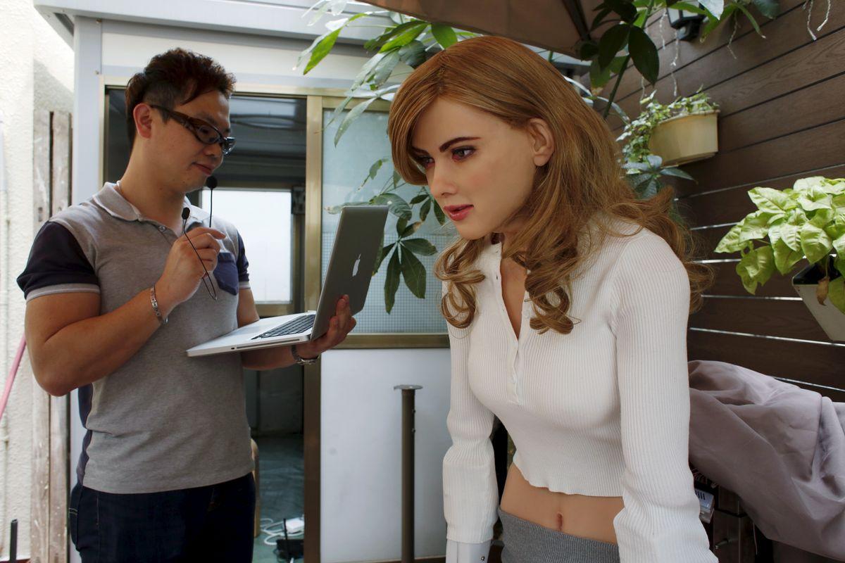 Le robot Mark 1 ressemble à l'actrice Scarlett Johansson - Crédit: Reuters/Bobby Yip