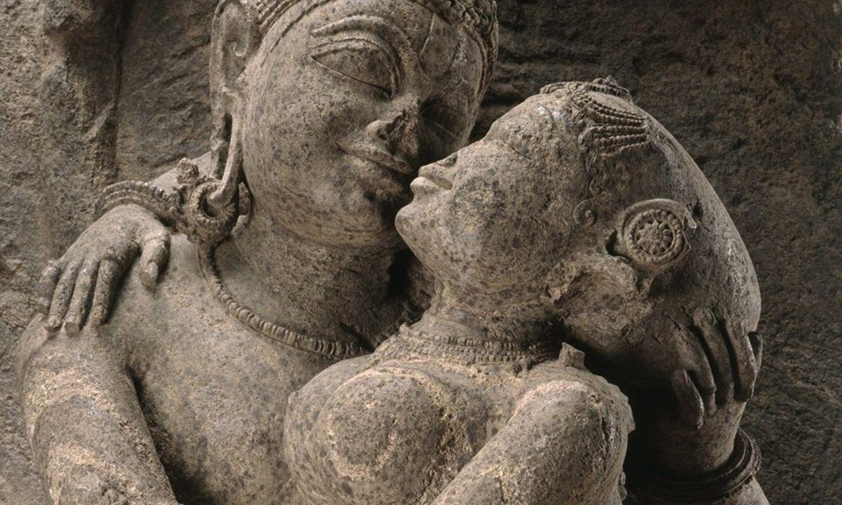 Un couple d'amoureux (mithuna) en Inde datant du 13ème siècle - Crédit : Met Museum de New York, legs de Florance Waterbury, 1970