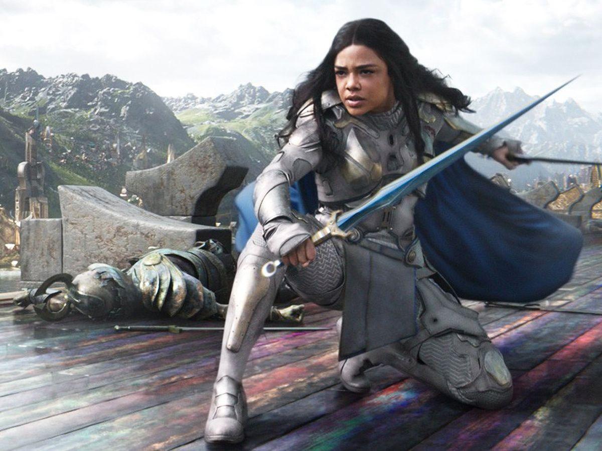 Dans une interview, Victoria Alonso, coproductrice chez Marvel, a déclaré que la phase 4 du MCU pourrait introduire un super-héros ou héroine gay.