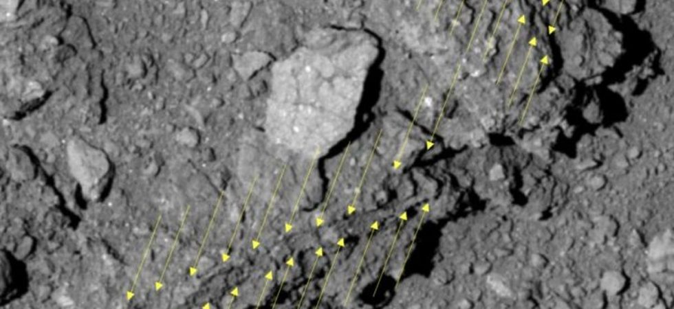 Ryugu a un albédo ou une réflectance inhabituellement faible de 2%, donc à nos yeux, il est plus noir que le charbon. Les caméras de Hayabusa2 sont particulièrement sensibles afin de résoudre les petits détails - Crédit : © 2019 Seiji Sugita et al., Science