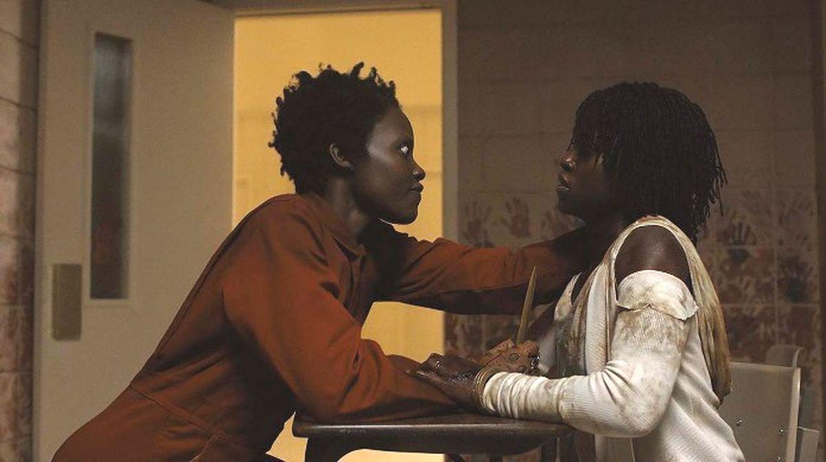 Que signifie vraiment la fin du film Us ? L'oeuvre de Jordan Peele est un film plus effrayant que son premier film, Get Out. C'est une exploration plus ambitieuse de la pourriture dans la société américaine moderne.