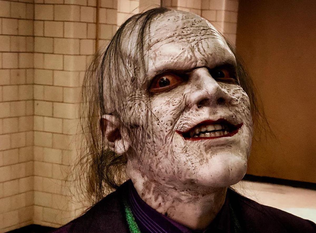 La série Gotham arrive à sa fin. Et pour les dernières heures, on a un look assez terrifiant du Joker dans sa conquête criminelle de Gotham.