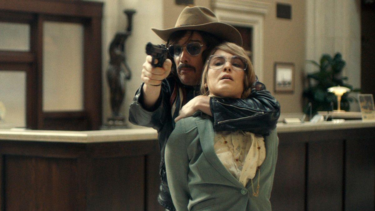 Le film Stockholm raconte le braquage de la banque qui a donné son nom au syndrome de Stockholm. Mais le film tombe à plat et tombe dans des pièges stéréotypés.