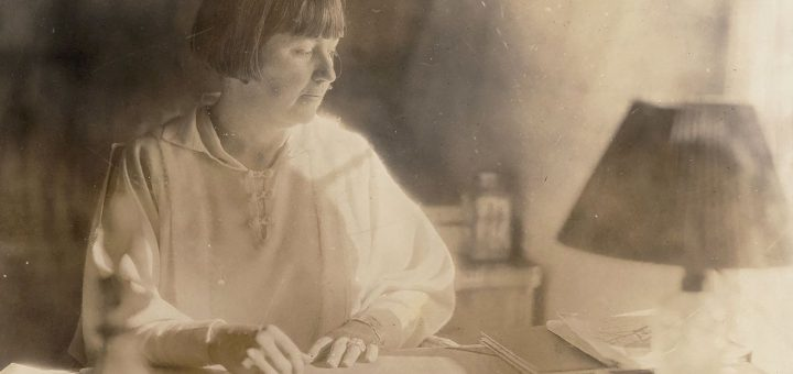 Mabel Dodge Luhan, photographiée vers 1920, a écrit le premier récit subjectif d'un voyage de peyotl d'un point de vue féminin - Crédit : Beinecke Rare Book and Manuscript Library, Université de Yale