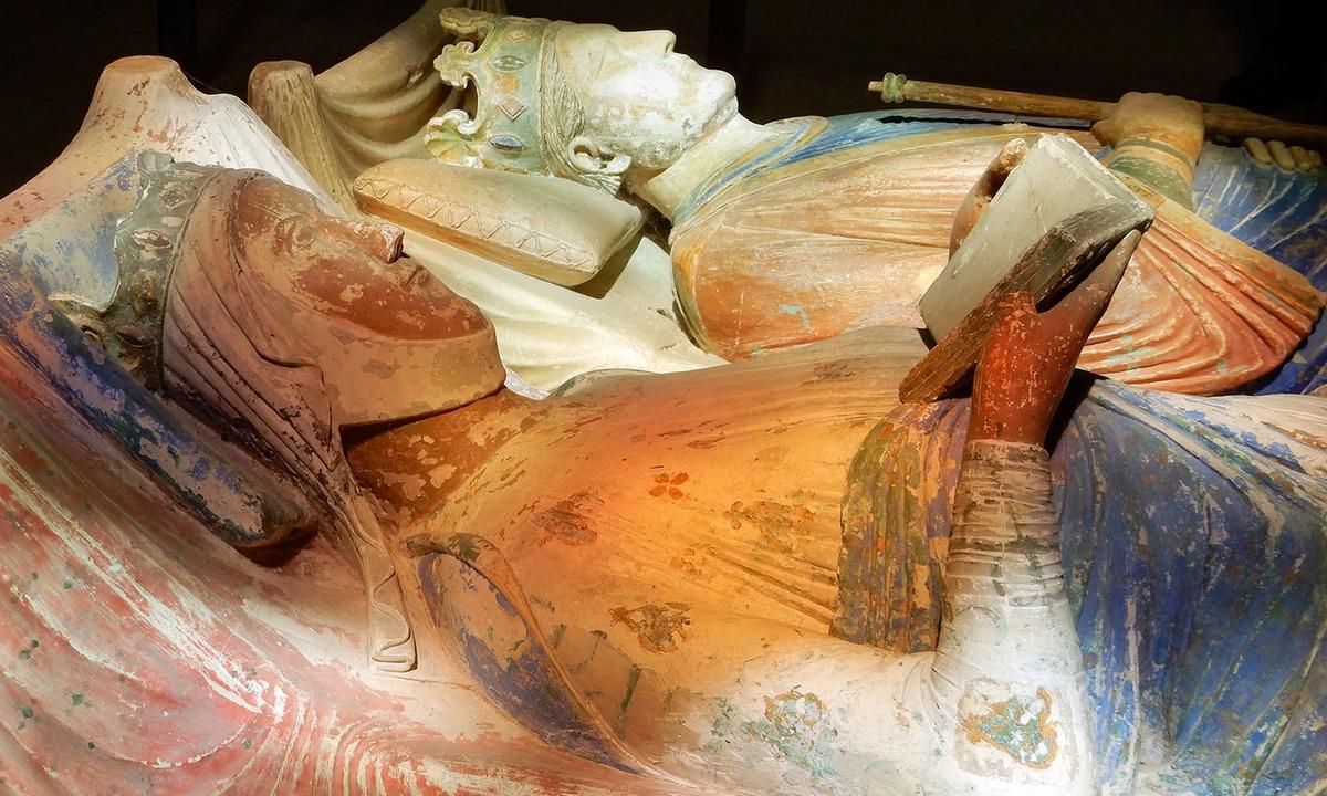 La puissance derrière le trône. La tombe d'Eleanor d'Aquitaine aux côtés de Henri II d'Angleterre dans l'église de l'abbaye de Fontevraud à Anjou, en France - Crédit : Martin Cooper/Flickr